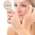 Cómo reducir el dolor de la depilación de las cejas